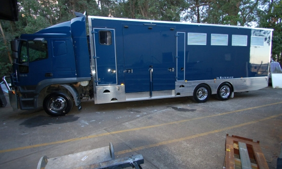 RACEHORSE TRANSPORT